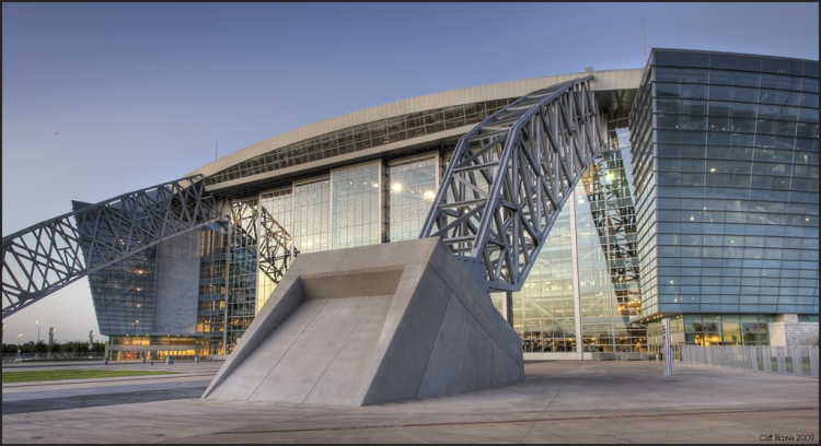 Cowboys Stadium - Source: www.flickr.com/photos/cliffbaise/